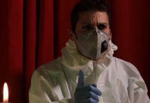 Era tutto finto infermieri inscenano un monologo teatrale per sensibilizzare i negazionisti